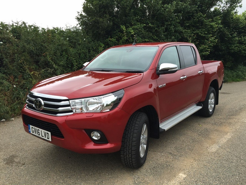 New Toyota Hilux review