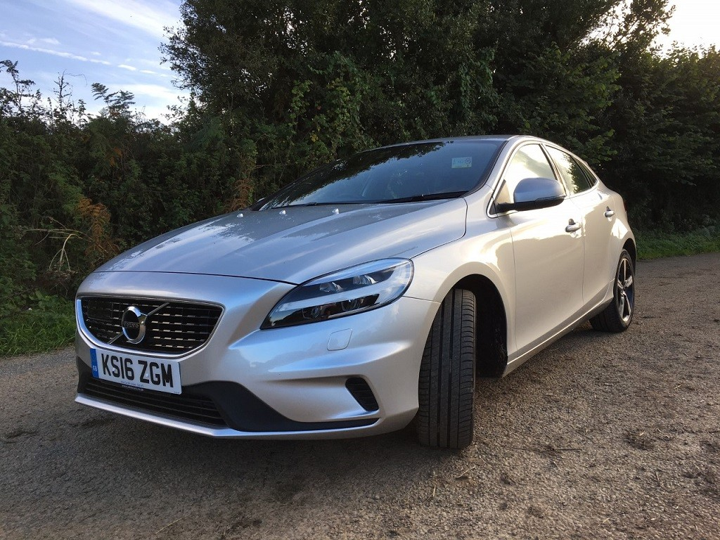 New Volvo V40 review